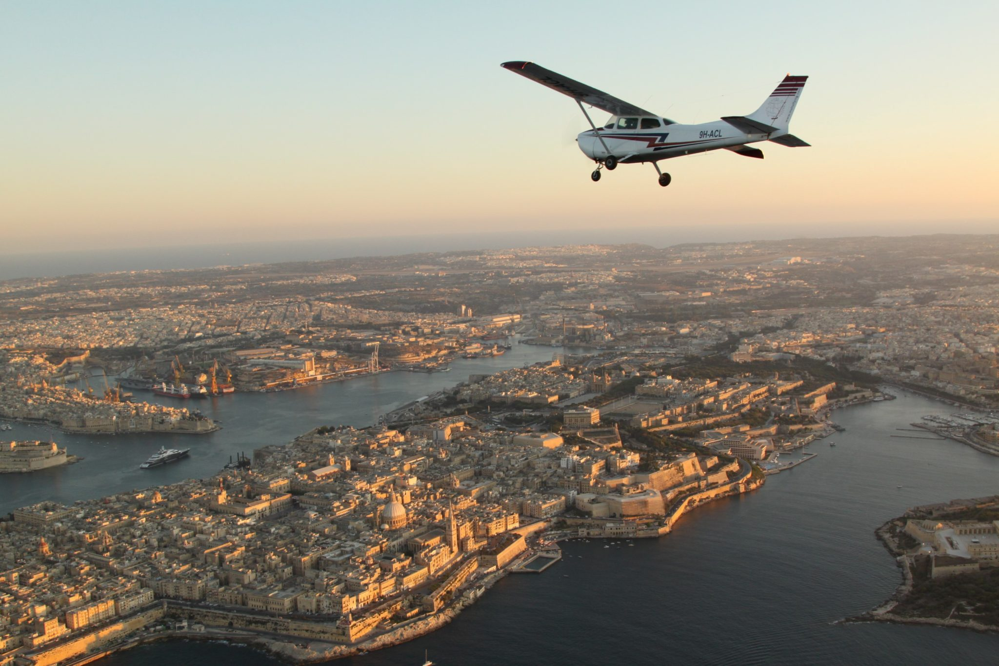 Cessna 172 over grand harbour (Custom)